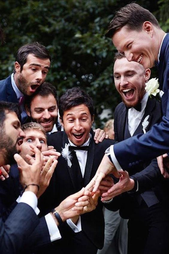 : 30 lustige Hochzeitsfotos #hochzeitsfotos #lustige #bridalphotographyposes 30 lustige Hochzeitsfotos #hochzeitsfotos #lustige