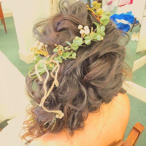 もしゃもしゃヘア.  #kumikoprecious #hawaii #hawaiiwedding #wedding #weddinghair #hair #hairmake #hairstyle #hairarrange #bride #bridehair #hakulei#ハワイ#ハワイ挙式#ハワイウェディング#ウェディング#ヘアメイク#ヘアスタイル#ヘアアレンジ#花嫁#おしゃれ花嫁 #プレ花嫁 #ハクレイ#花かんむり#グリーン#ルーズ#編み込み#ツイスト by kumiko_makeup_hi