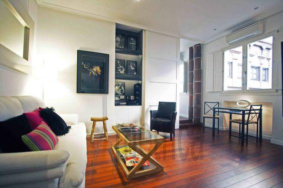 Die Experten von Ametrica Interior hatten die Aufgabe, die kleine Wohnung eines großen Jazz-Fans nicht nur so zu gestalten, dass sie möglichst weitläufig wirkt, sondern auch so, dass sie die Leidenschaft zur Musik widerspiegelt.