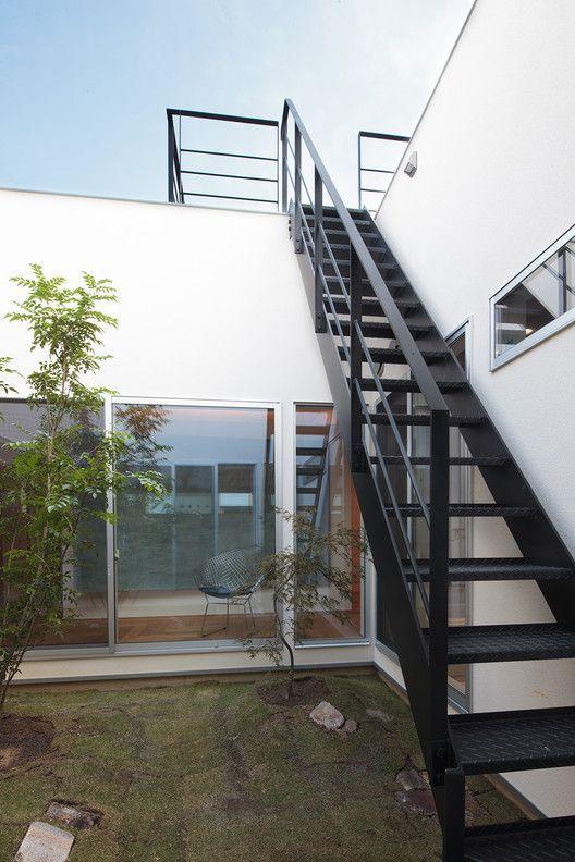 Gallery Of House In Kiyone Tomoyuki Uchida 11 11 Gallery House In Kiyone Of Tomoyuki Uchida In 2020 Staircase Outdoor Exterior Stairs Facade House