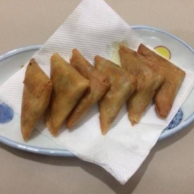 Resep Samosa Lezat Isi Daging Ayam Dengan Bumbu Kari Oleh Fitri Puspitasari Cookpad Samosa Resep Makanan Dan Minuman