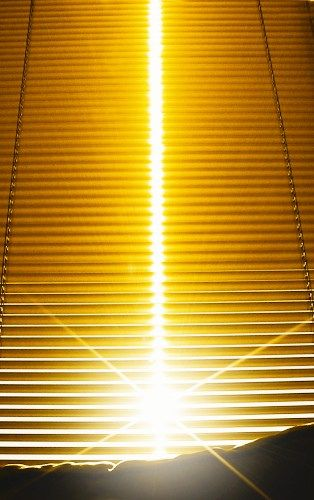 """""""Se você abrir as portas, o sol estará disponível para você - do contrário, ele vai esperar diante da porta, sem bater. Você pode viver na escuridão por toda a eternidade, e no entanto bastaria remover a barreira entre você e o sol.""""  OSHO"""