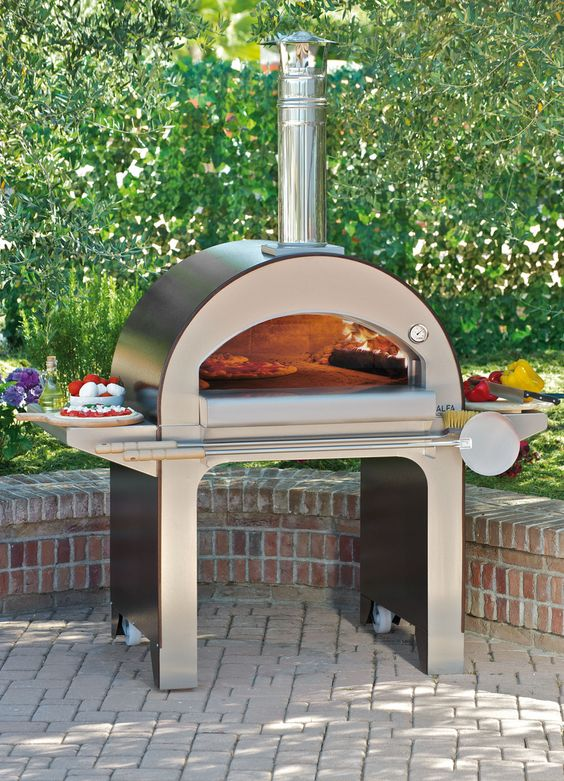 Modern outdoor pizza oven: