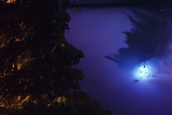 Los mejores esquiadores hacen un edit mágico y espectacular en Alaska con trajes de luces LED...