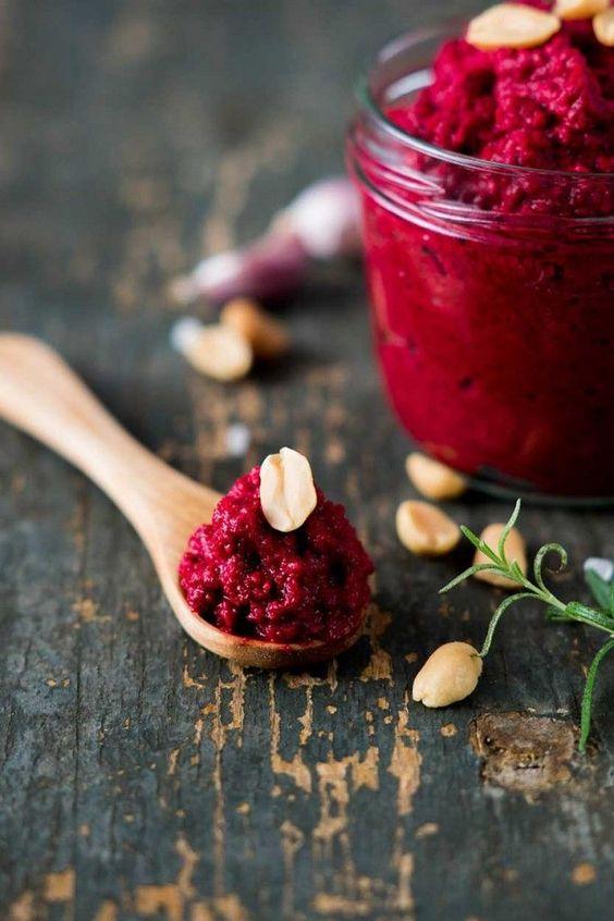 Rote Beete-Erdnuss-Pesto - Veganes Rezept zum selber machen