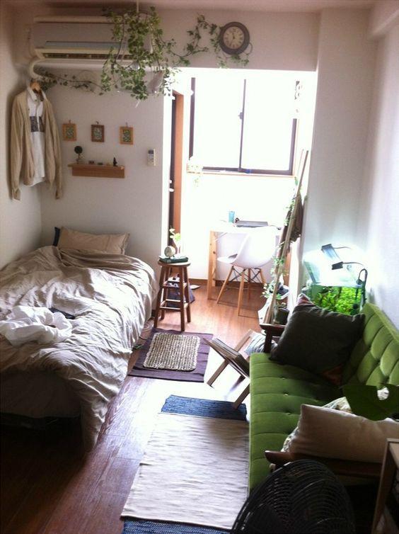 6畳程度の1k ワンルームは狭いことが難点 でもお部屋の形に合わせれば 快適に暮らすことができるんです それにはインテリアレイアウト が重要です 狭いお部屋を快適にする1k ワンルームのインテリアレイアウト実例をご紹介しています ソファ 配置 アパートの