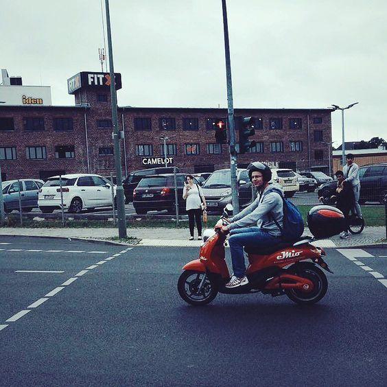 Elektroroller fahren in Berlin mit eMio- absolut genial! #emobility #emio #sharing #roller #berlin