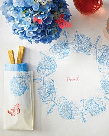 Place setting that kids can decorate