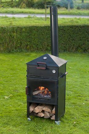 Multifunctionele buitenkeuken. Buitenhaard, pizzaoven, steengrill, wok en barbecue.