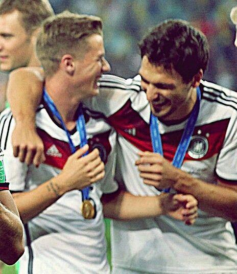 Erik Durm und Mats Hummels ♥ - Die Nationalmannschaft auf Deutschland #erikdurm #durm #deutschalnd #15 #welmeister #cute #hummels #mats