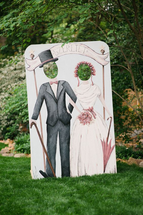 A clever idea for getting funny photos of your wedding guests!