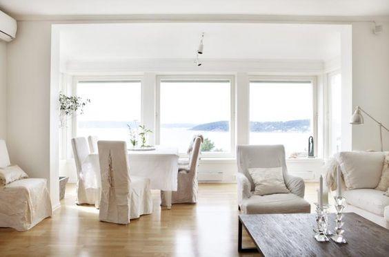Hvitnyanser: både interiør og vegger er holdt i ulike hvitnyanser ...