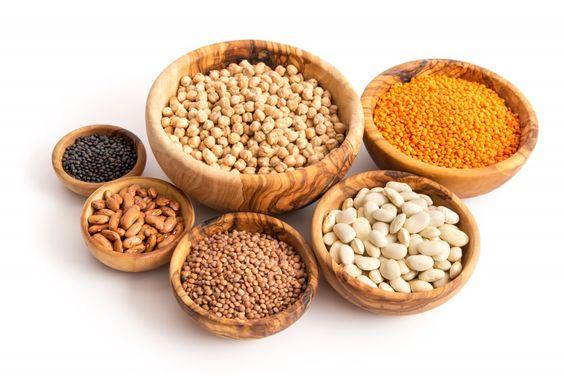 Hülsenfrüchte wie Kichererbsen, Linsen und weiße Bohnen enthalten viel Eisen und sind daher eine gute Alternative zu Fleisch. (Bild: emuck/fotolia.com)