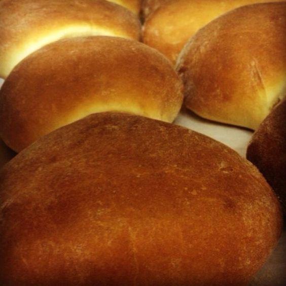 Receta para hacer pan sobao de Puerto Rico. Visita nuestra página web para más información. Y disfruta un rico pedazo de pan desde tu hogar