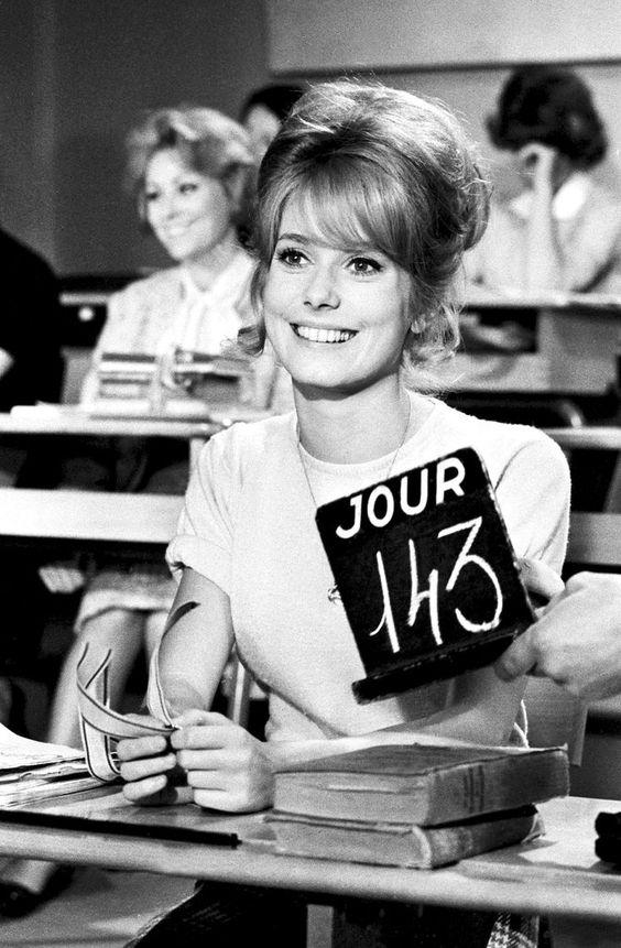 Catherine Deneuve in Les Parisiennes (1962)