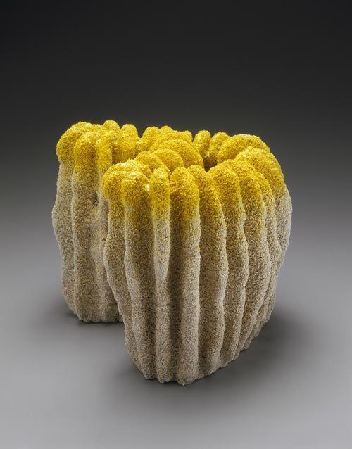 sculpture japonaise : Katsumata Chieko, 1998, céramique, untitled (Mudai), forme organique, jaune, 1990s
