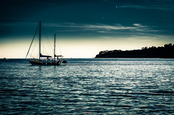 https://flic.kr/p/MQhKBW | Blue Sailing #photography #cassis #sea #sailing