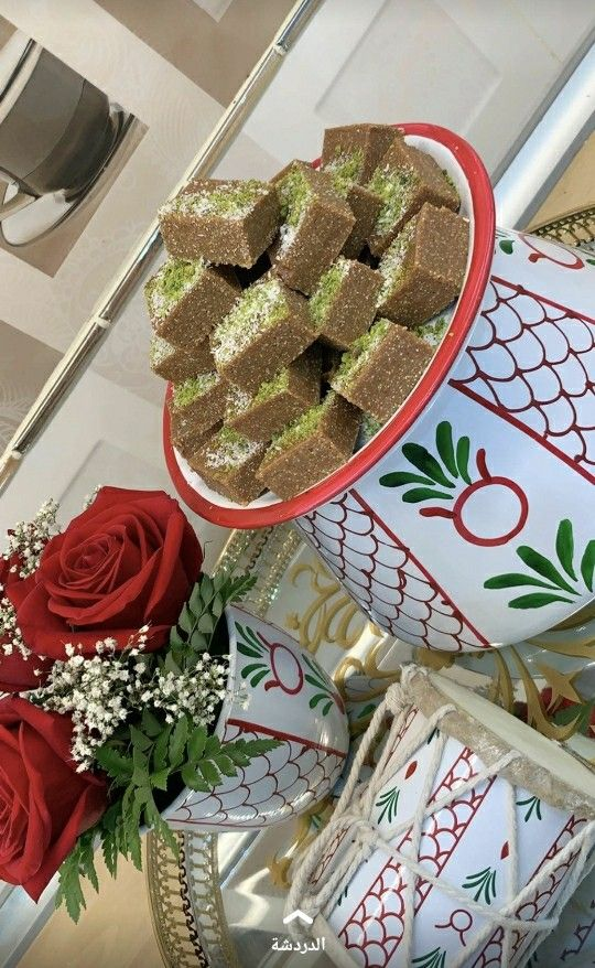 Pin By مسك الخروصي On تنسيقات للمناسبات والعزايم Ramadan Decorations Diy Tray Christmas Wreaths