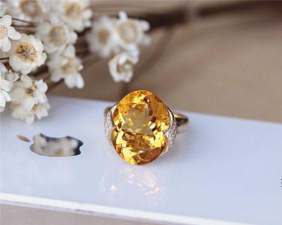 11ct Oval Citrine Ring Solid 14K Yellow Gold von JulianStudio
