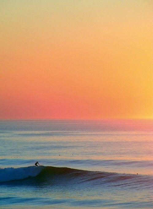 夕焼けの景色とサーフィン