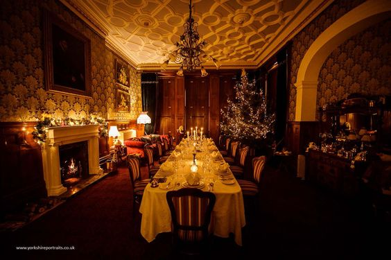 Victorian dining room dining room at christmas for Dining hall decoration