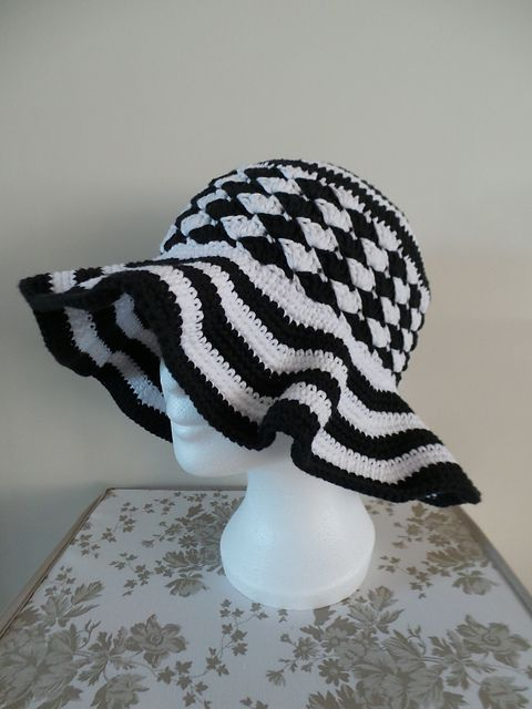 Ravelry: Project Gallery for #05 Floppy-Brim Hat pattern by Linda Cyr