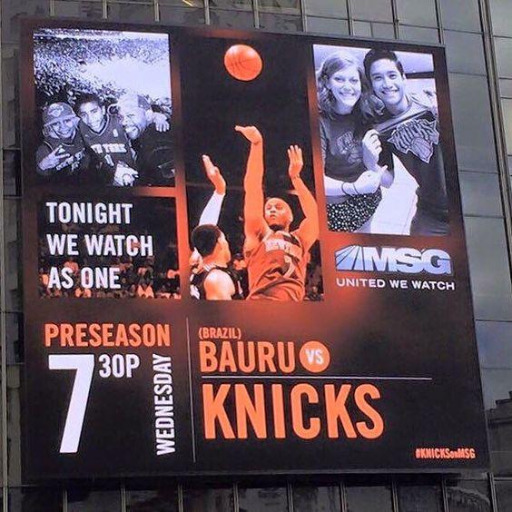 Está chegando a hora! @baurubasket e @nyknicks se enfrentam amanhã (dia 07) e o anúncio da partida estampou um dos leds da famosa Times Square em Nova Iorque #BaurunaNBA #NBBnaNBA #BauruéBrasil #VaiBauru by nbb.oficial