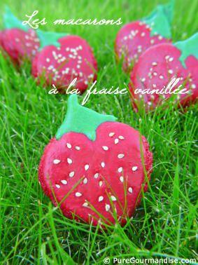 Continuons dans notre collection de macarons fous et champêtres.      C'est la saison des fraises, et les gariguettes françaises sont enfin sur les étals. Alors zou, mon cerveau en ébullition (oui parfois, pas tout le temps, mais un peu quand même, vous l'aurez remarqué dans certaines recettes) a vu l'occasion de créer des macarons en forme de fraise. C'est très facile, il suffit de visualiser la forme (un peu comme un coeur) et de séparer la pâte en 2 coloris.  Une petite confiture de…