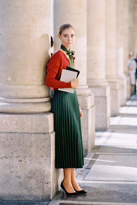 Pleated skirt and neck bow / Paris Fashion Week SS 2015
