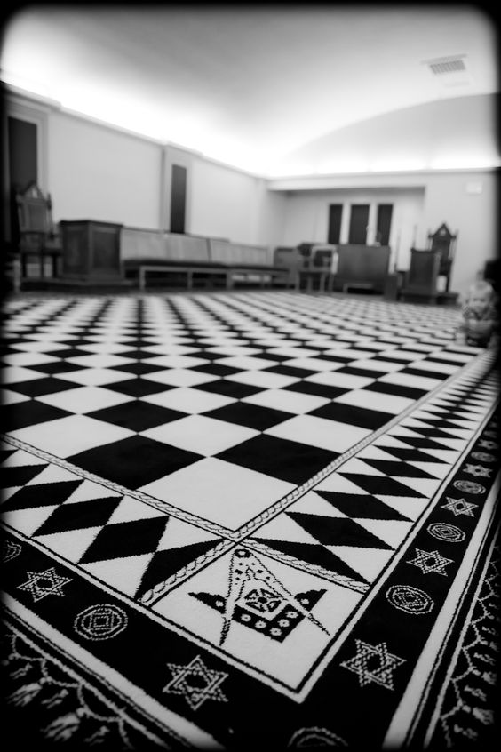 Freemasons lodge in Long Eaton- hexagrams along the border, and the square and compass forming 6 points.
