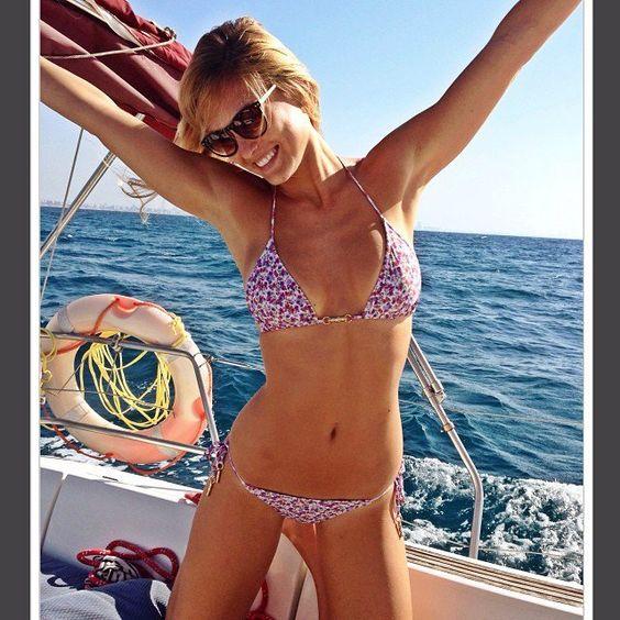 Pin for Later: Bar Refaeli adore poser en maillot de bain et on la comprend !!!  En octobre 2013 sur un bateau.  Source: Instagram user barrefaeli