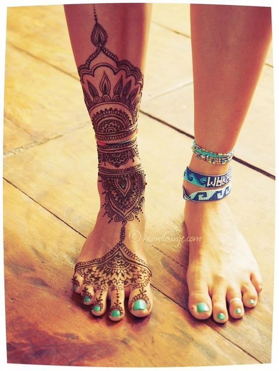 This leg henna is so summer and so awesome!