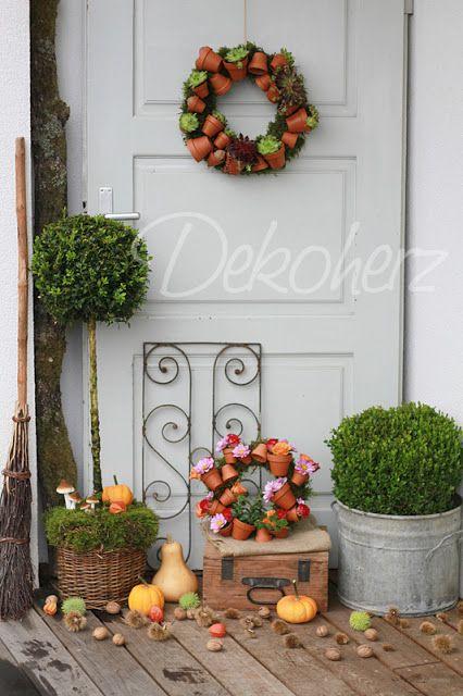 Dekoherz: Landkind II: Topfkränze. Successful mix of metal wooden and basket plant pots