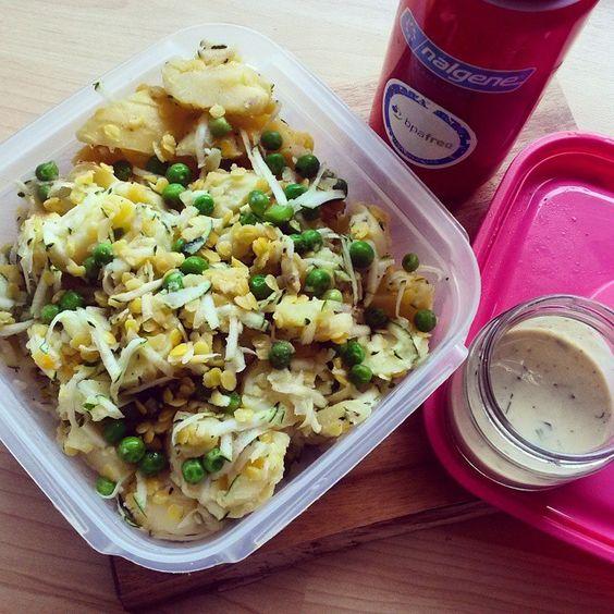 """Foodprep. Potatoesalad made with red lentils, peas and shredded zucchini. Dressing: soyjoghurt, mustard, vinegar, vegetable broth...✔verbringe ich die pause auf der arbeit - nehm ich mir mein vorbereitetes essen mit. Am tag zuvor bereite ich entweder mehr vom Mittagessen/Abendessen als rest vor oder koch mir gleichzeitig noch nebenbei was anderes mit :) ->und nein. Dss gabs nicht heute. Den meine """"entlastungskur"""" ist noch nicht zuende... ich glaube almählich wirklich: außer reis, hirse, ..."""