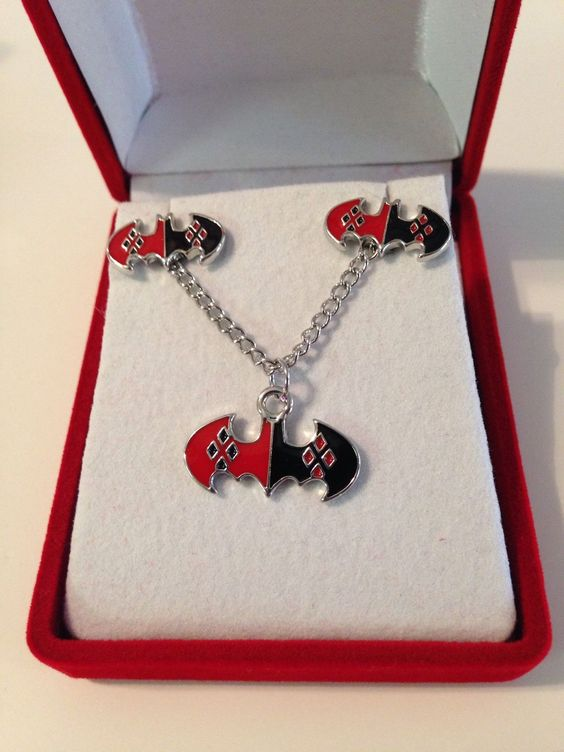 Harley quinn necklace set and batman on pinterest for Harley quinn and joker jewelry