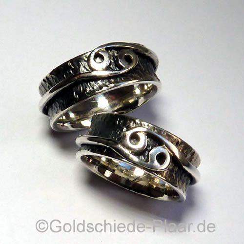 Rollringe mit Tierkreiszeichen in Silber gearbeitet als Partnerringe