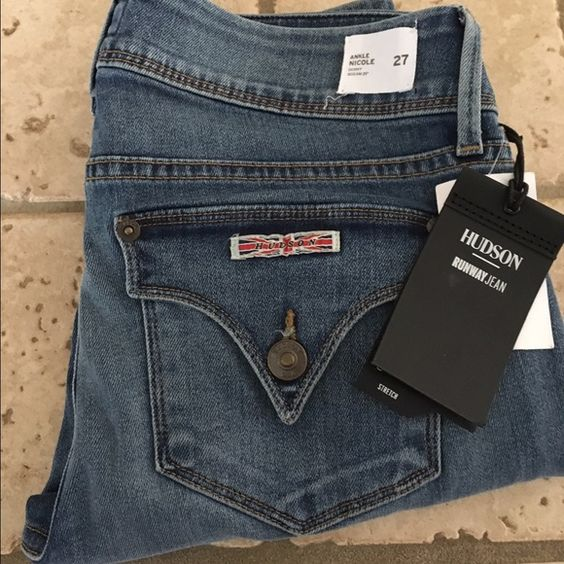 "✨SALE✨was $129 Hudson Nicole Skinny NWT Hudson Nicole Skinny NWT is a slim fit with a 12"" leg opening with the Hudson iconic back pockets. 29"" inseam designed to fit right at the ankle. Runway Jean super stretch 91%cotton 6% EME and 2% elastine. New with tags never worn⛔️Trades ⛔️other sites  reasonable offers ship the same or next day 4.9⭐️Seller Hudson Jeans Jeans Skinny"