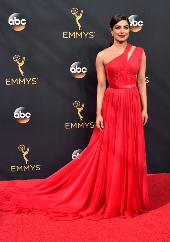 Priyanka Chopra no tapete vermelho do Emmy 2016: