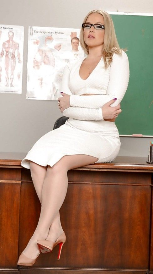 Pin By Chuck Silk On Four Bossy Female Bosses Outfits Dresses