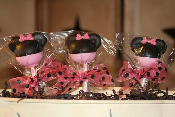 minnie mouse cake pops from Moms Killer Cakes