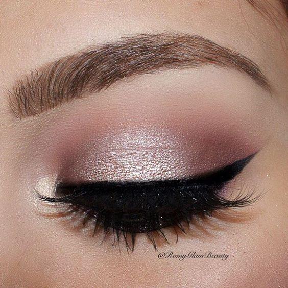 Maquiagem na cor rosa claro: