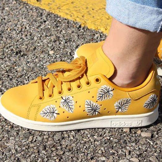 Ces Stan Smith jaunes sont parfaites pour mettre un peu de ...
