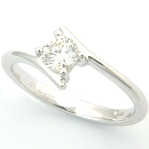 18ct White Gold Round Brilliant Cut Diamond Engagement Ring, Form Bespoke Jewellers, Yorkshire. #bespoke #solitaire #diamond #engagement #ring #Yorkshire