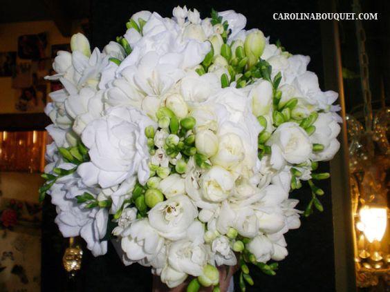 Fresias y rosas