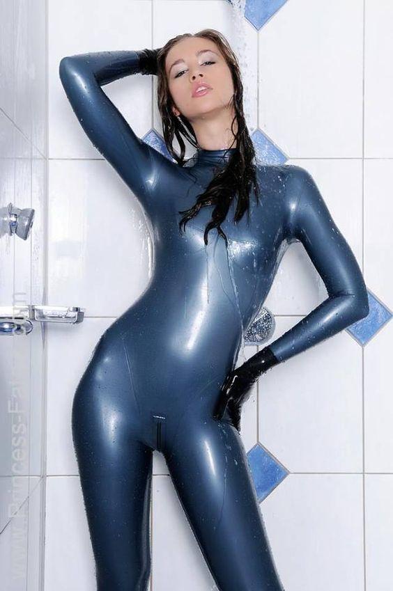 Mehr zum Thema Latex & BDSM erfahren aufhttp://www.youtube.com/user/boundnhit