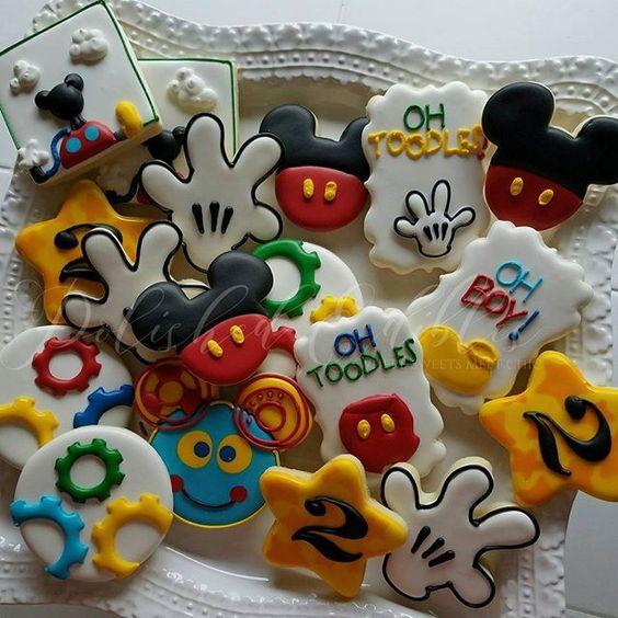 #mickeymouseclubhouse #mickeymouse #ohtoodles #hotdigitydog #polishededibles #customcookies