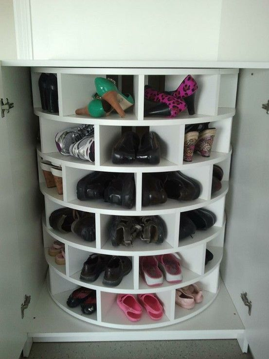 lazy susan for shoes!  I want this and I need this!  Any body know how to make this!? All homes should have this!
