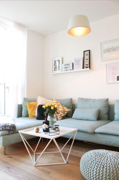 Modernes Wohnzimmer Mit Pastellblauem Sofa Wohnzimmer