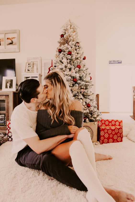 in home Christmas photoshoot, 