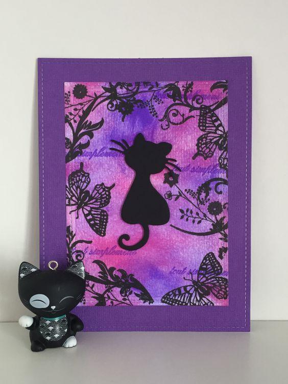 Carte dans les teintes violette-rose avec chat et multi encrage.